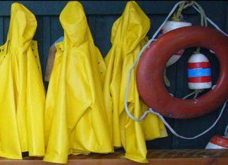 Billede af flere gule regnjakker